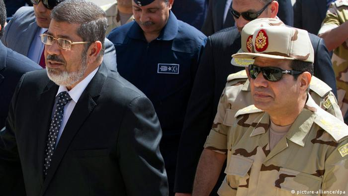 epa03756938 (FILE) A file photo dated 22 May 2013 shows Egyptian President Mohamed Morsi (L) and Egyptian Minister of Defense Abdel-Fattah al-Sissi (R) arriving to meet seven Egyptian security personnel, who were released by unknown kidnappers in the Sinai Peninsula, at Al-Maza military airport in Cairo, Egypt. Al-Sissi on 23 June 2013 said the Egyptian army will not allow competing political factions to tear the country apart, adding the military is prepared to intervene if ongoing political turmoil flares out of control. The statement comes as the country braces for rival protests next week in the run-up to the one-year anniversary of President Mohamed Morsi's taking office, on 30 June. EPA/KHALED ELFIQI +++(c) dpa - Bildfunk+++