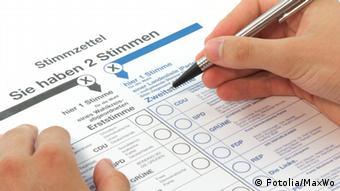Stimmzettel ausfüllen (Fotolia/MaxWo)