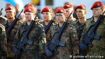 Symbolbild Bundeswehr Soldaten Appell