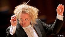 Der Dirigent Stephane Deneve