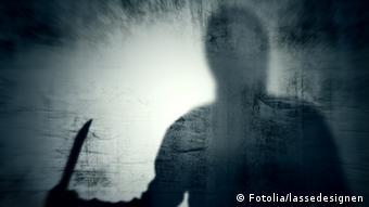 Schatten eines Mannes mit einem Messer