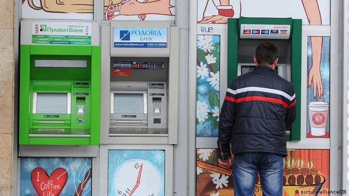 Зняти гроші з пенсійного рахунку українці з ОРДЛО можуть лише на підконтрольній території