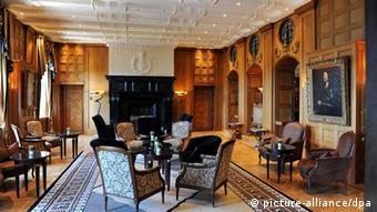 Улюблений готель Аденауера сьогодні належить компанії Anna Maria GmbH на чолі з Ігорем Бакаєм. Засновники компанії - кіпрська Zelento Limited і дружина Бакая Наталя Козицька.