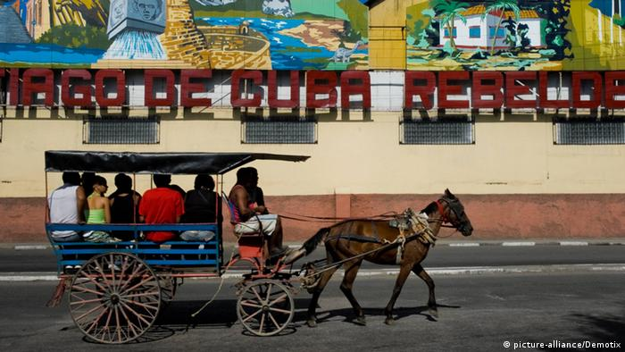 A horse-drawn carriage with passengers, Havana, 2007 (Photo: k.A.).
