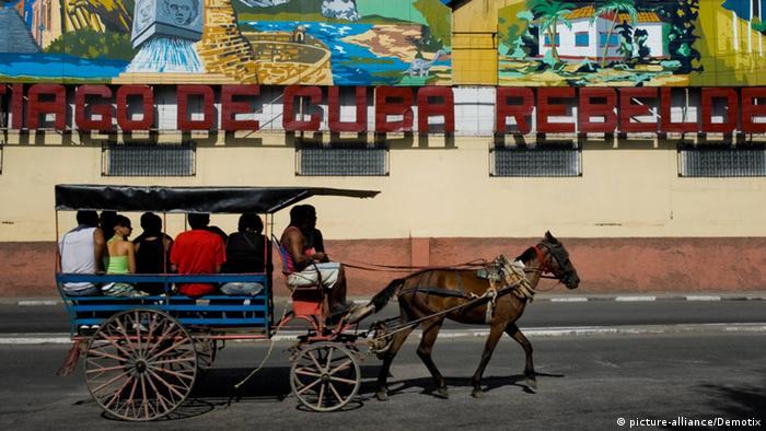 Eine Pferdekutsche mit Passagieren, aufgenommen 2007 in Havanna (Foto: k.A.).