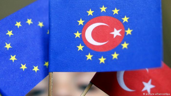 Após três anos, UE retoma negociações para adesão da Turquia