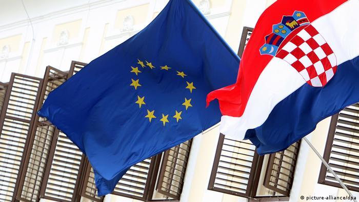Kroatische Flagge und EU-Flagge