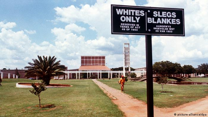 Placa da era do apartheid revela segregação na África do Sul