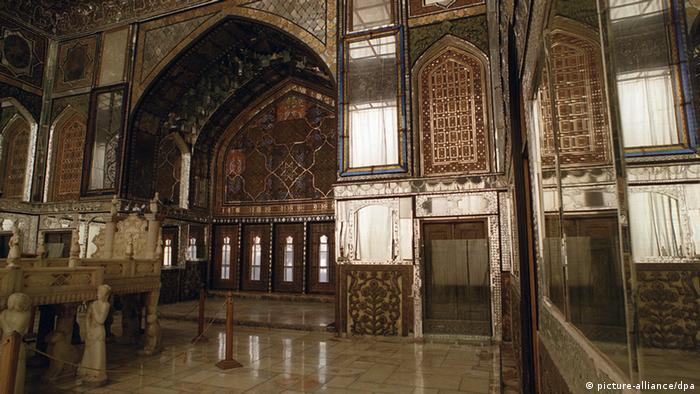 The main hall of the Golestan Palace in Tehran. (Photo: picture-alliance/dpa)