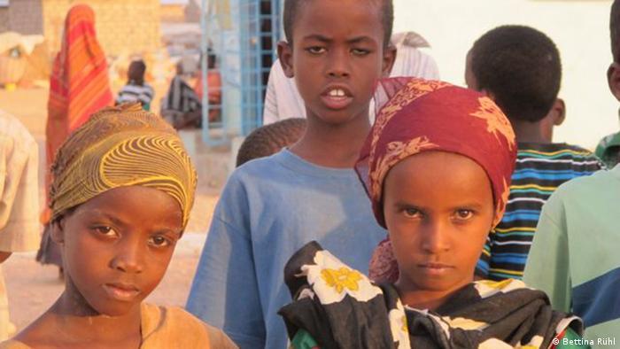 Three children standing. (Photo: Bettina Rühl)
