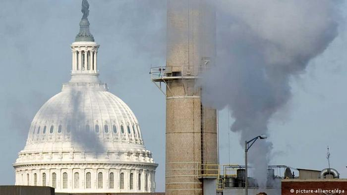 Steam rises from the US Capitol coal-fired power plant, which powers government offices in Washington, DC (photo: EPA/MATTHEW CAVANAUGH)