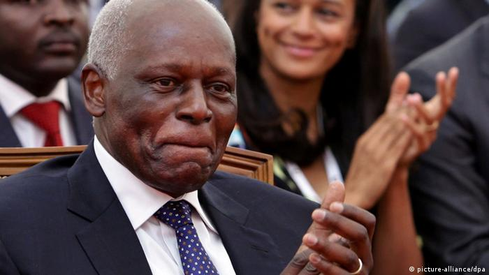 Jose Eduardo dos Santos Angola seen clapping, with his daughter Isabel dos Santos seated int he background (picture-alliance/dpa)