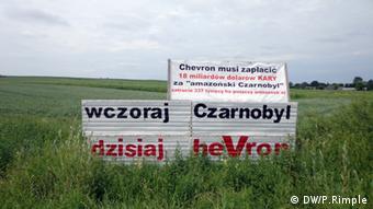 Лозунг посреди поля: Раньше Чернобыль, теперь - Chevron