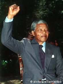 Südafrika Geschichte Freilassung von Nelson Mandela in Kapstadt (picture-alliance/dpa)