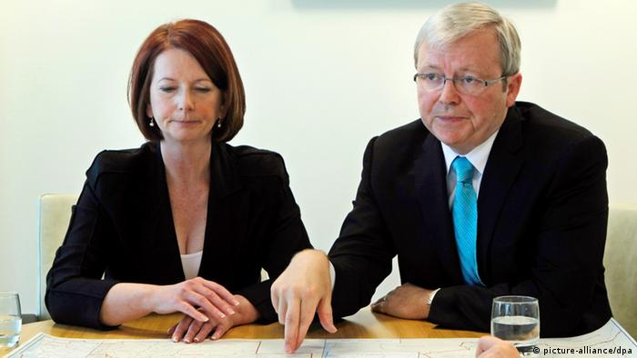 epa03115939 (FILE) A file photograph showing Australian Prime Minister Julia Gillard (left) meets with Australian Foreign Minister Kevin Rudd at the commonwealth offices in Waterfront House, Brisbane, Australia, 07 August 2010. According to media reports on 22 February 2012 Kevin Rudd has resigned as Foreign Affairs Minister. EPA/ANDREW MEARES POOL AUSTRALIA AND NEW ZEALAND OUT *** Local Caption *** 00000402328003