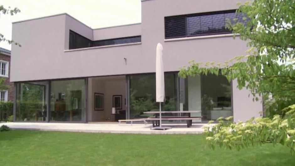 moderne bauhaus villa in d sseldorf deutschland euromaxx ambiente dw. Black Bedroom Furniture Sets. Home Design Ideas
