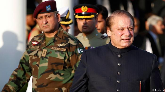 Pakistan's newly elected Prime Minister Nawaz Sharif (R) arrives to inspect the guard of honor during a ceremony at the prime minister's residence after being sworn-in, in Islamabad June 5, 2013 (Photo: REUTERS/Mian Khursheed)