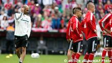 Fußball FC Bayern München Trainingsauftakt Trainer Guardiola
