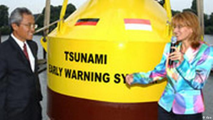 Deutsches Tsunami-Frühwarnsystem für Südostasien (dpa)