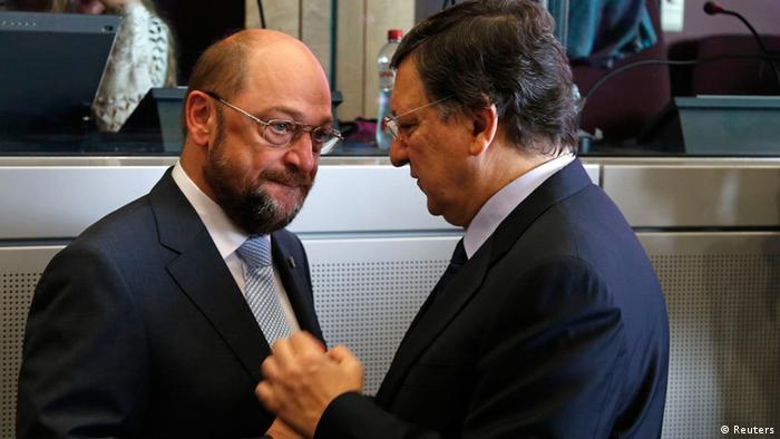 European Parliament President Martin Schulz (L) talks with European Commission President Jose Manuel Barroso during a meeting on the Multiannual Financial Framework before an European Union leaders summit in Brussels June 27, 2013. REUTERS /Yves Herman (BELGIUM - Tags: POLITICS BUSINESS)