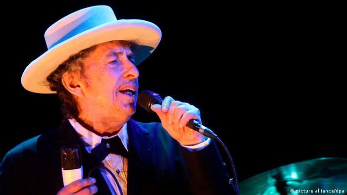 Bob Dylan auf der Bühne (Foto: picture alliance/dpa)