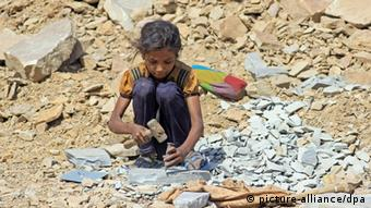 8-year old Sunita working in a quarry in the Indian state of Rajasthan (Photo: dpa)