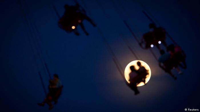 Bildgalerie - Super-Mond (Reuters)
