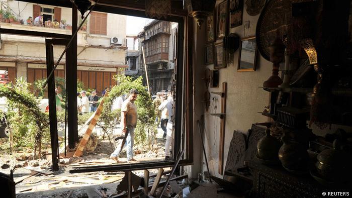 اعتراضات به حضور حزبالله لبنان در جنگ داخلی سوریه ادامه دارد