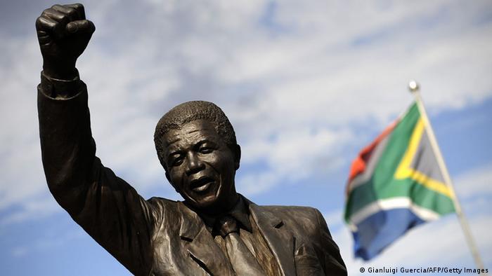Nelson Mandela Südafrika Flagge Denkmal Faust