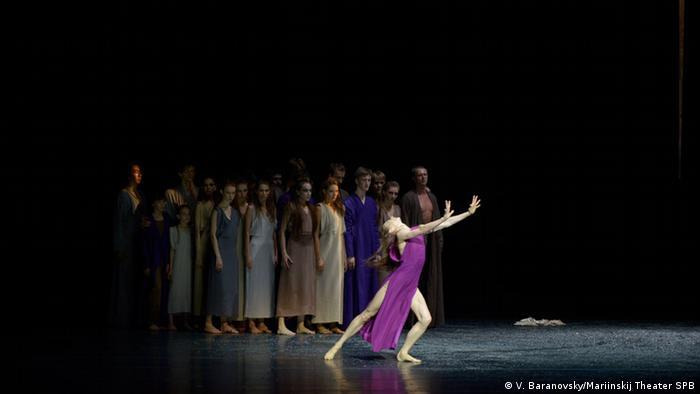 Сцена из балета Саши Вальц