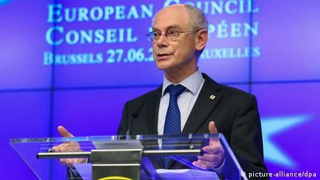 EU-Ratspräsident Herman Van Rompuy spricht bei der Pressekonferenz in Brüssel.