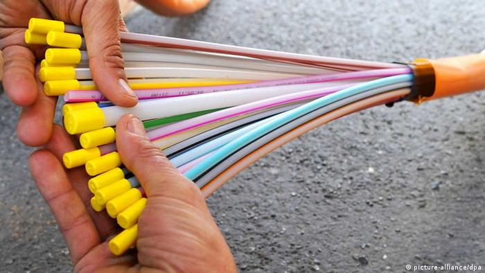 Tapping the world′s fiber optic cables | Science| In-depth