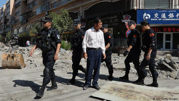 Chinese armed police patrol the streets of the Muslim Uighur quarter in Urumqi on June 29, 2013 after a series of recent terrorist attacks hit the Xinjiang region.(Photo: AFP)