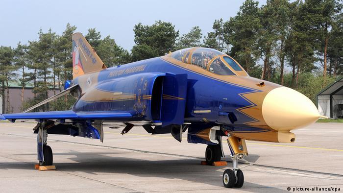 نمونه از هواپیمای آمریکایی اف ۴ موسوم به فانتوم