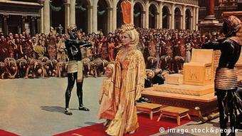 Bildnummer: 54349019 Datum: 14.04.1963 Copyright: imago/United Archives KPA64856.jpg CLEOPATRA / Cleopatra USA 1963 / Joseph L.Mankiewicz, R. Mamoulia LORIS LODDI (Caesarion) und ELIZABETH TAYLOR (Cleopatra) B94554 rights=ED People Entertainment quer Film Fernsehen Historienfilm Monumentalfilm 60er Bildnummer 54349019 Date 14 04 1963 Copyright Imago United Archives KPA64856 JPG Cleopatra Cleopatra USA 1963 Joseph l Mankiewicz r Loris LODDI and Elizabeth Taylor Cleopatra B94554 Celebrities Entertainment horizontal Film Television Historical film 60