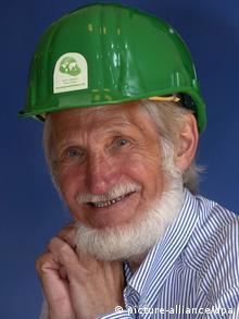 روپرت نویدک، بنیانگذار سازمان یاریرسان کلاه سبزها