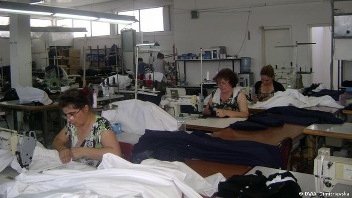 Робітниці швейних фабрик у Східній Європі за копійки шиють одяг для  європейських модних брендів 389a522153eab