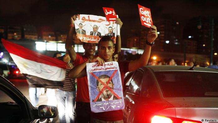 Tamarud-Aktivisten stoppten immer wieder den Verkehr, um Unterstützung für ihre Kampagne zu sammeln wie in Alexandria (Foto: Reuters)