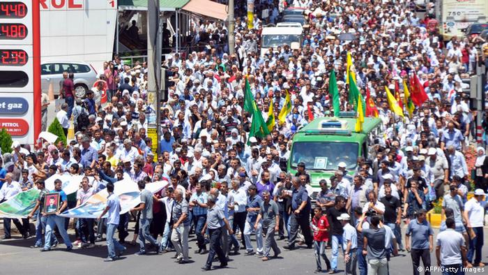Kurds marched to pay tribute to Medeni Yildirim, an 18-year-old young man who died during clashes between Kurdish protesters and Turkish soldiers on June 29, 2013, in Diyarbakir. Photo: MEHMET ENGIN/AFP/Getty Images