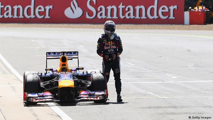 Vettel neben seinem Rennauto beim Grand Prix in Silverstone im Juni 2013. Foto: Getty Images