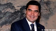 AUSSCHNITT: BEIJING, CHINA - NOVEMBER 23: Turkmenistan President Kurbanguly Berdymukhamedov (L) shakes hands with Chinese premier Wen Jiabao November 23, 2011 in Beijing, China. Berdymukhamedov, on an official visit from November 22 to 25, is in Beijing in the wake Turkmenistan's agreement to increase the supply of natural gas to China by 25 billion cubic metres. (Photo by David Gray - Pool/Getty Images)