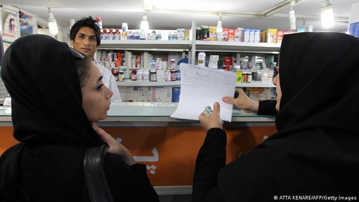 Medikamente in einer Apotheke im Iran