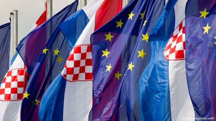 Zastave Hrvatske i EU-a