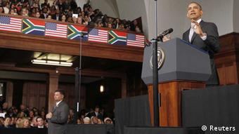 U.S. President Barack Obama delivers remarks at the University of Cape Town, June 30, 2013. REUTERS/Jason Reed (SOUTH AFRICA - Tags: POLITICS EDUCATION) / Eingestellt von wa
