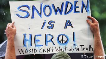 پلارکاردی در دفاع از ادوارد اسنودن