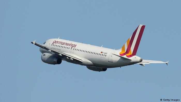 Взлетающий самолет авиакомпании Germanwings