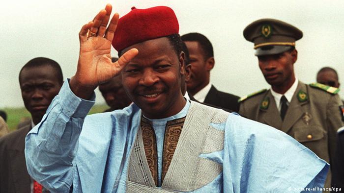 Le candidat de l'opposition Mahamane Ousmane défiera le candidat du pouvoir au second tour.