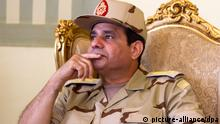 epa03769756 (FILE) A file photo dated 22 May 2013 shows Egyptian Minister of Defense Abdel-Fattah al-Sissi while receiving seven Egyptian security personnel, who were released by unknown kidnappers in the Sinai Peninsula, at Al-Maza military airport in Cairo, Egypt. The army on 01 July gave Egypt's political factions a 48-hour ultimatum to reach consensus and meet the people's demands or it would announce a series of measures to end the stalemate. EPA/KHALED ELFIQI +++(c) dpa - Bildfunk+++