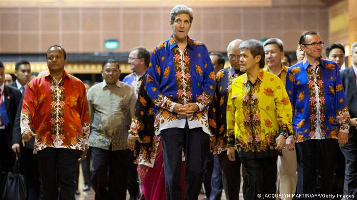 Towering above the other foreign ministers, US Secretary of State John Kerry walks with Brunei's Minister of Foreign Affairs and Trade Prince Mohamed Bolkiah(2nd-R), Australia's Foreign Minister Bob Carr(R) and other ministers who were attending a cultural event and dinner at the conclusion of the second day of the ASEAN security conference in Bandar Seri Begawan, Brunei on July 1, 2013. AFP PHOTO / POOL / Jacquelyn Martin (Photo credit should read JACQUELYN MARTIN/AFP/Getty Images)