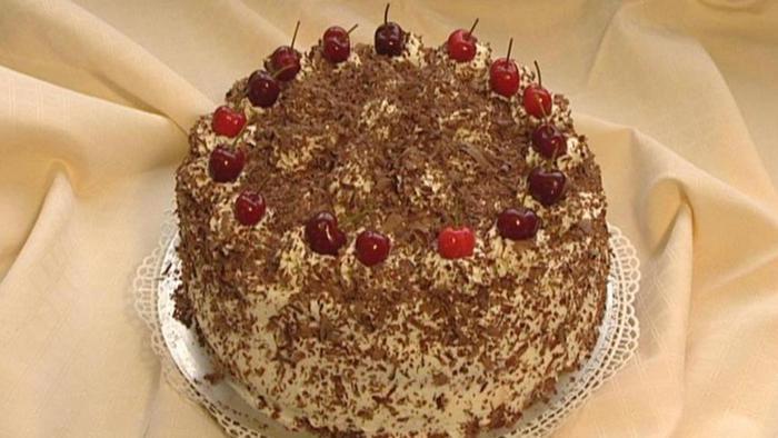 Schwarzwälder Kirschtorte   Desserts und süße Gerichte   DW